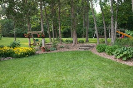 Backyard landscaping ideas low maintenance landscaping for Easy to care for landscaping ideas