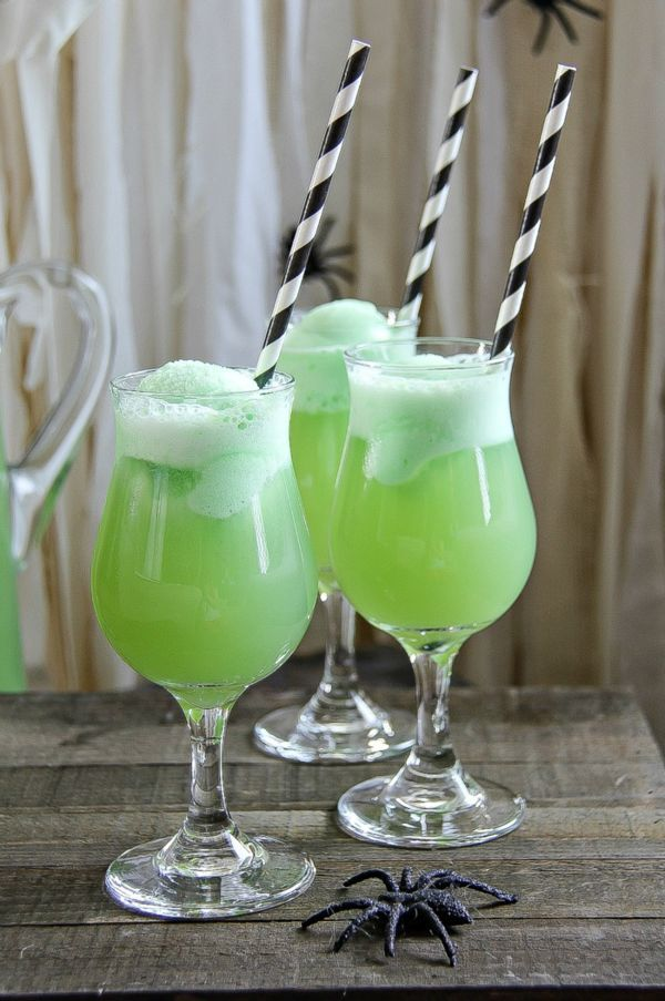 Make this Swamp Water Float for Halloween parties #SimplySparkling - neighborhood halloween party ideas