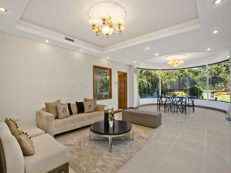 Stunning recessed feature ceilings with centre ceiling rose in each recess. Feature lighting in each