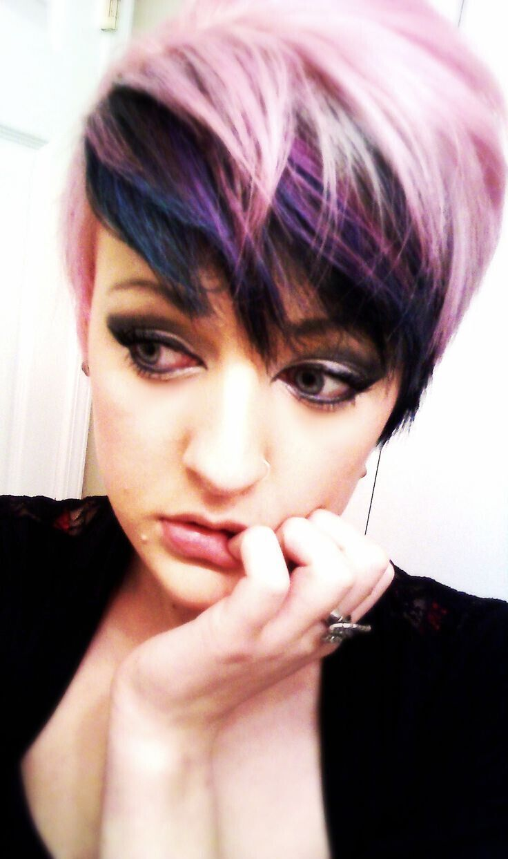 17 Stylish Hair Color Designs Purple Hair Ideas To Try Popular Haircuts Short Hair Color Stylish Hair Stylish Hair Colors