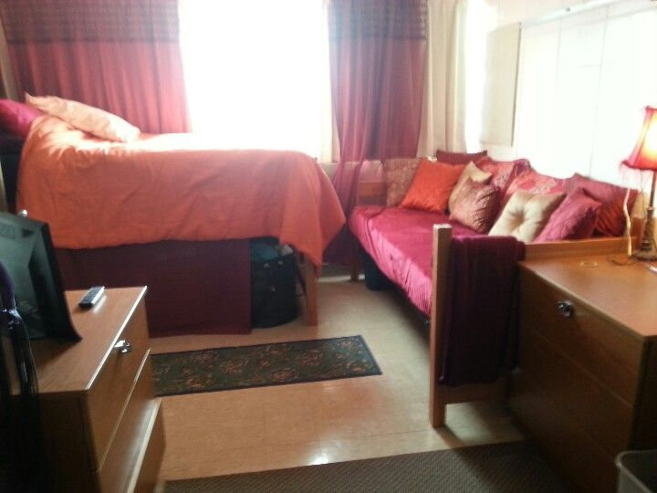 Dorm Ideas Single Room Turn One Of The Beds Into A Couch