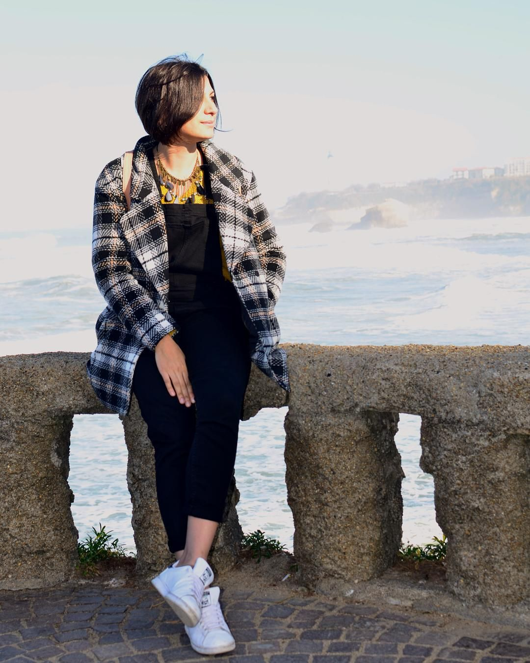 Look en ligne sur le blog ! :)   #look #lookbook #ootd #outfitoftheday #outfit #tenue #tenuedujour #instastyle #instalook #picoftheday #fashionblogger #frenchblogger #manteau #coat #tartan #decembre2015 #hiverestival #salopette #biarritz #paysbasque #vacances #holiday #followme #974 #lareunion #fashion #mode #moutarde by mademoisellechipek