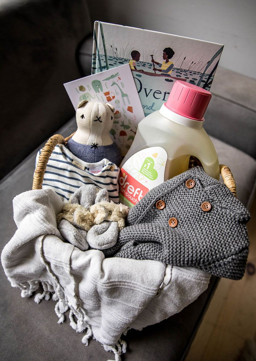 A Simple and Easy Neutral Baby Shower Gift for new moms to