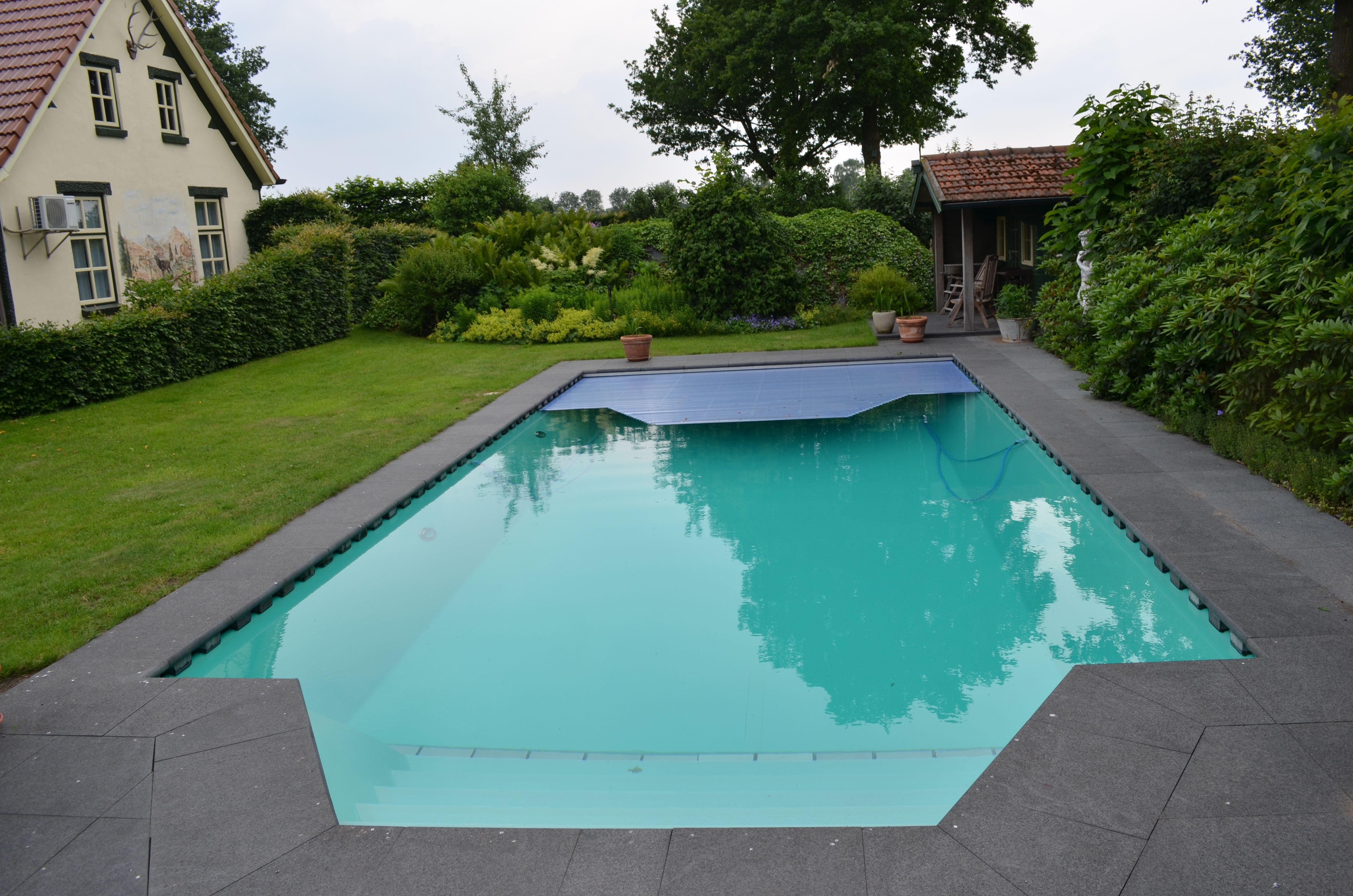 Priv zwembad met trap en lamellen afdekking zwembadafdekking pinterest - Outdoor decoratie zwembad ...