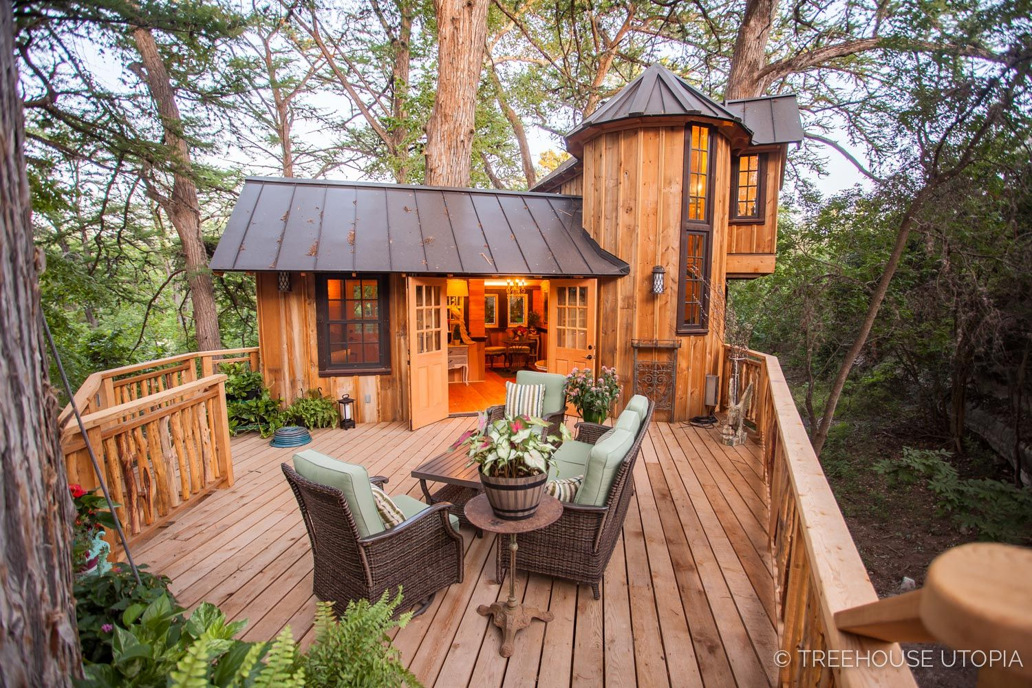 Treehouse Utopia Texas Take Your Hocking Hills Rental To New Heights At Hocking Hills Treehouse Cabins Www Hock Tree House Plans Tree House Tree House Diy