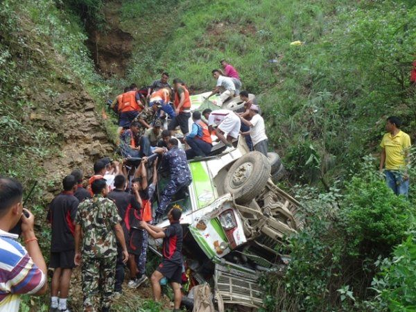 काठमाडौंबाट बाग्लुङ जाँदै गरेको बस दुर्घटना