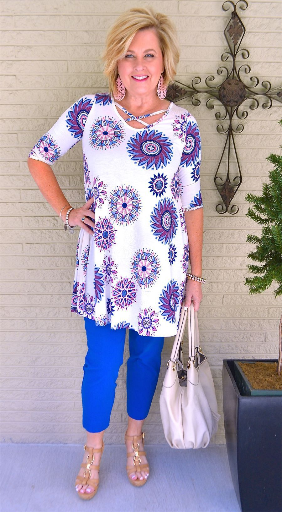 Trends For Spring Summer Clothes For Real Women Over 40: TUNIC AND ANKLE PANTS