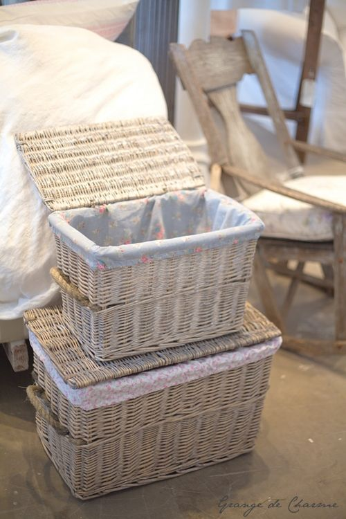 Organiza con un toque r stico ba les de mimbre love baskets pinterest shabby barn and - Baules de mimbre ...