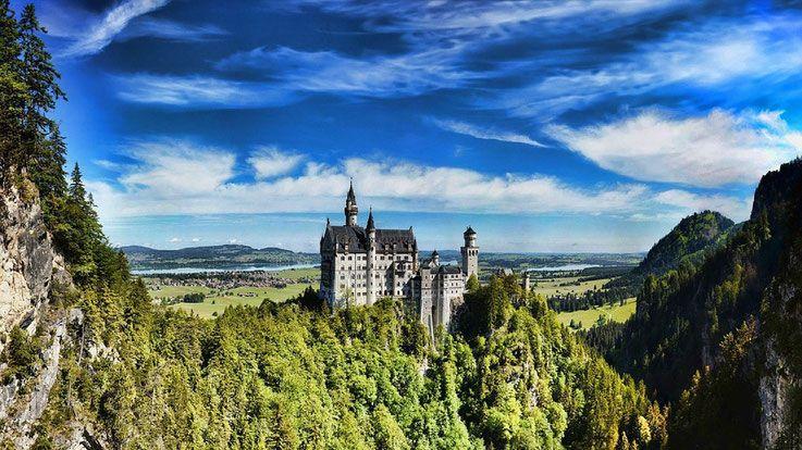 Schloss Neuschwanstein Mit Blick Auf Forggensee Copyright Pixabay Skeeze Mit Bildern Neuschwanstein Deutschland Burgen Schloss Neuschwanstein