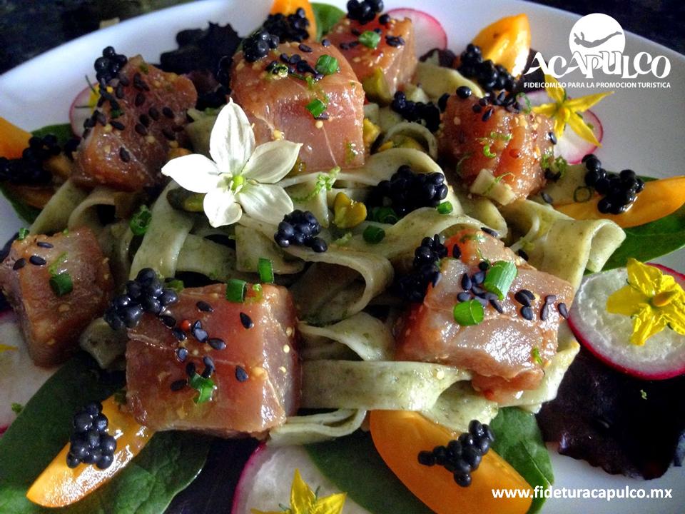 #gastronomiademexico El restaurante Shu de Acapulco te ofrece una rica ensalada de atún cítrico. GASTRONOMÍA DE MÉXICO. Si te gusta comer cosas diferentes, deliciosas y con excelente presentación, debes visitar el restaurante Shu de Acapulco, donde te ofrecen una ensalada de atún cítrico que te encantará, pues la preparan con cubos de este pescado y diferentes frutos. Obtén más información en la página oficial de Fidetur Acapulco.