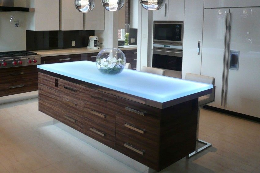 This beautiful glass island countertop has a thickness of 1 ½\u201d, a