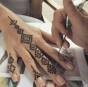 Lo Efimero Y La Variedad De Los Tatuajes De Henna Faciles Tatuajes