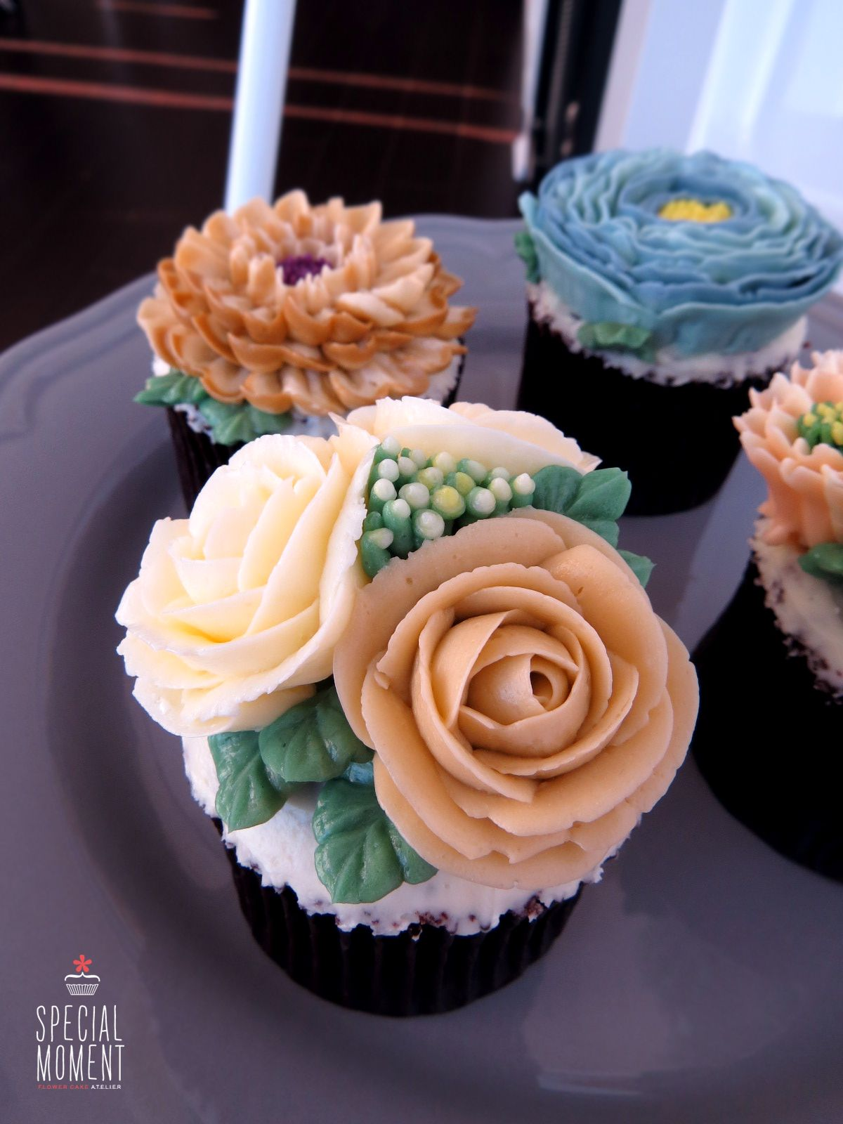 Choco Chocolate Flower Buttercream Cupcake For Mothers Friend