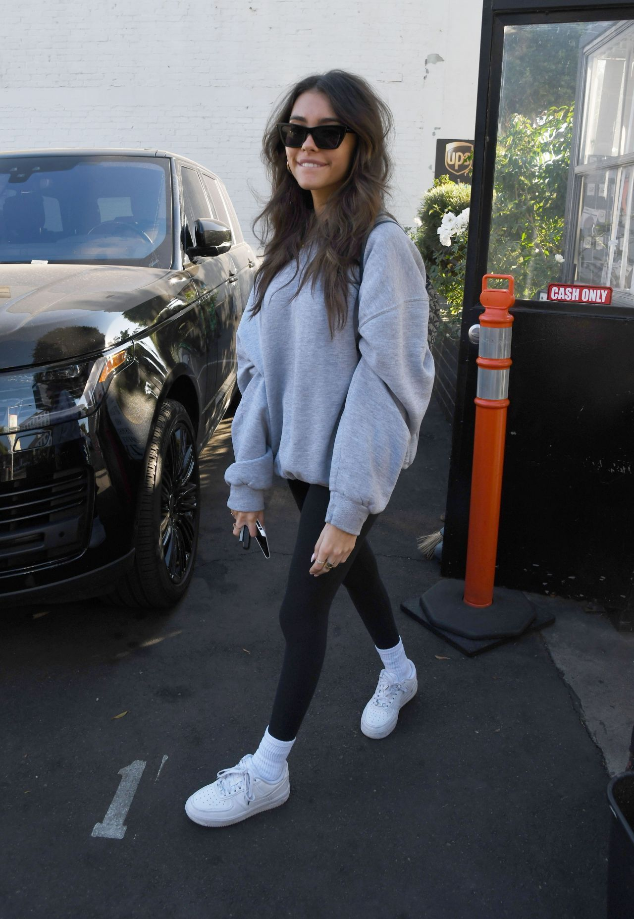 Madison Beer Exiting Xiv Karats Jewelry Store In Los Angeles 11 20 2019 Outfits With Leggings Beer Outfit Madison Beer Outfits [ 1855 x 1280 Pixel ]