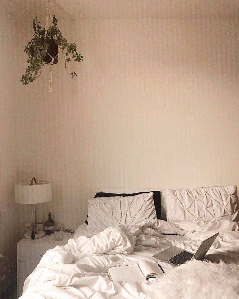 Design Your Own Dorm Room: How To Create The Minimalist Dorm Room Of Your Dreams