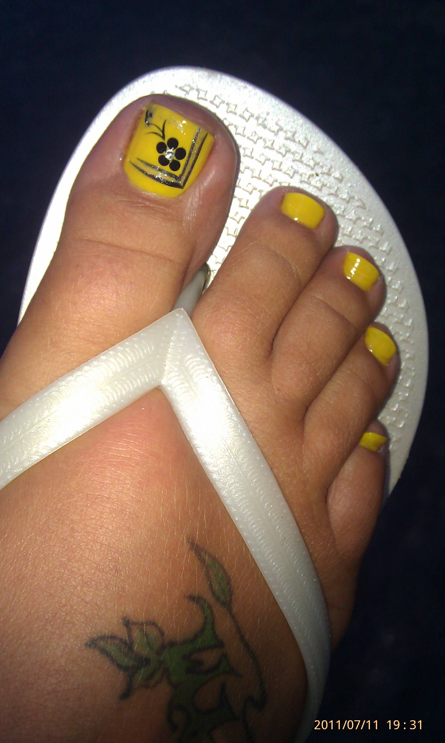 Cutest pedi I've ever had! Love the little rhinestone in the middle of the flower!!
