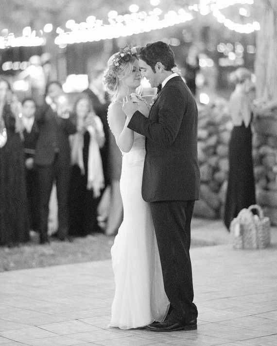 The Duo Chose Sam Cookes Nothing Can Change This Love For Their First Dance Which Amanda Wore Her Second Gown By Carolina Herrera