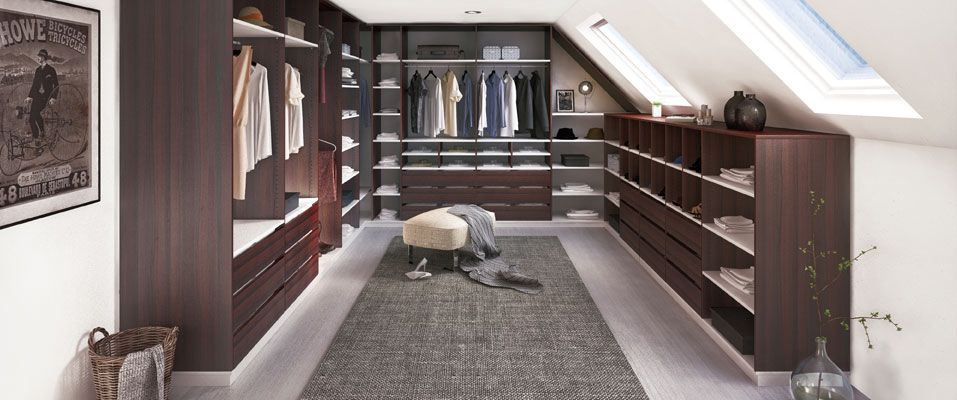 der gro z gig geplante begehbare kleiderschrank in den dekoren schoko braun und wei berzeugt. Black Bedroom Furniture Sets. Home Design Ideas