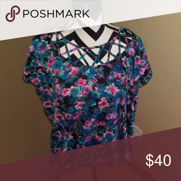 🌺Plus size floral print top size 4x women🌺 Plus size floral print top size 4x women💗has floral design💗cute for the Spring💗good condition💗the material is 95% polyester and 5% spandex Pure Energy Tops