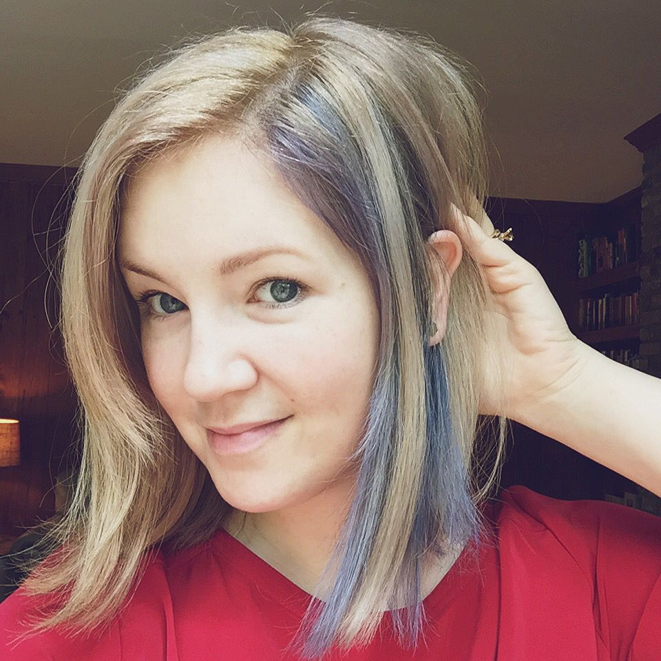 Indigo Blue Streak In Blonde Lob Close Enough To Navy To Feel Less That Girl Has Weird Blue Hair And More Like A Thoughtful Acces Blue Hair Blonde Lob Hair