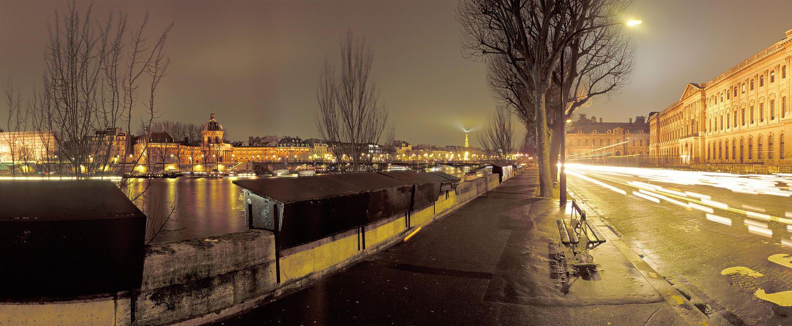 Quai du Louvre de nuit, Paris