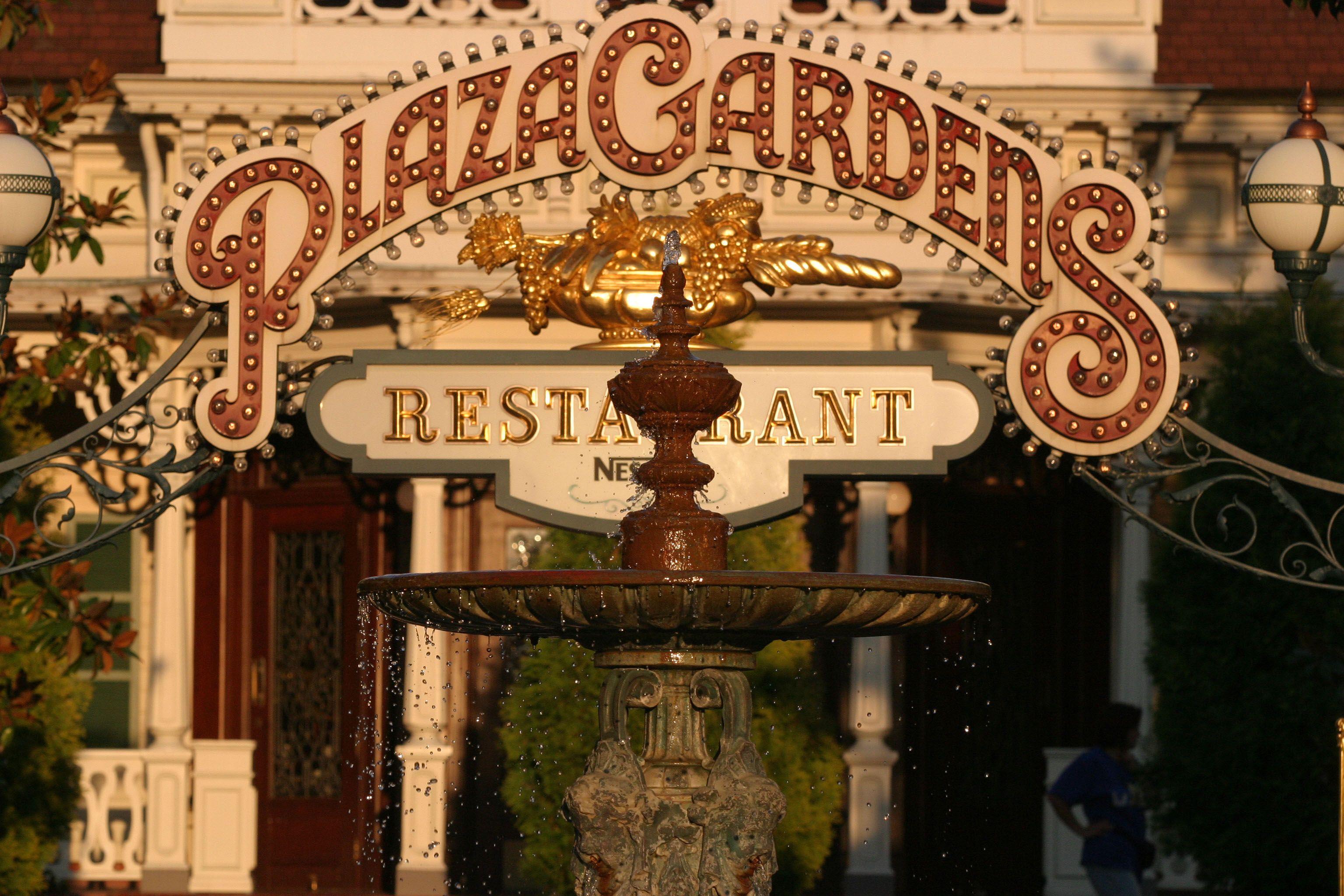 Disneyland Park, Main Street U.S.A Plaza Gardens