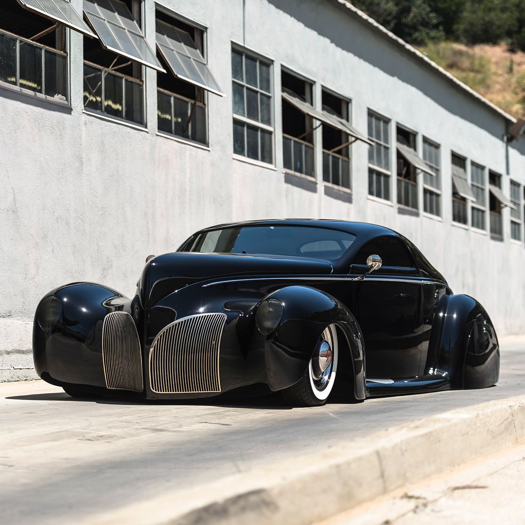 As the first custom show car to sit completely flat on the ground with its hydraulics