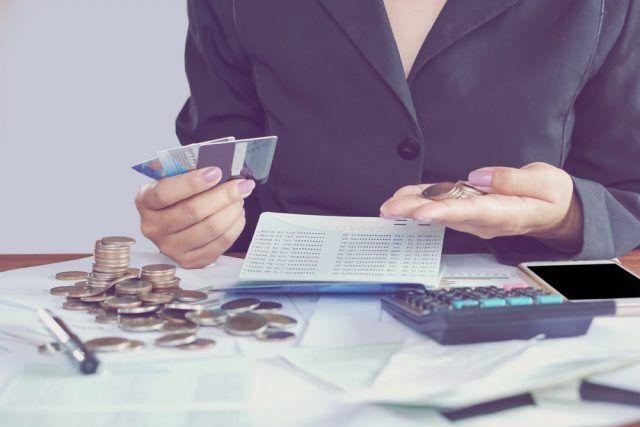 Peniaze bud cnosti papierovky alebo kreditky?