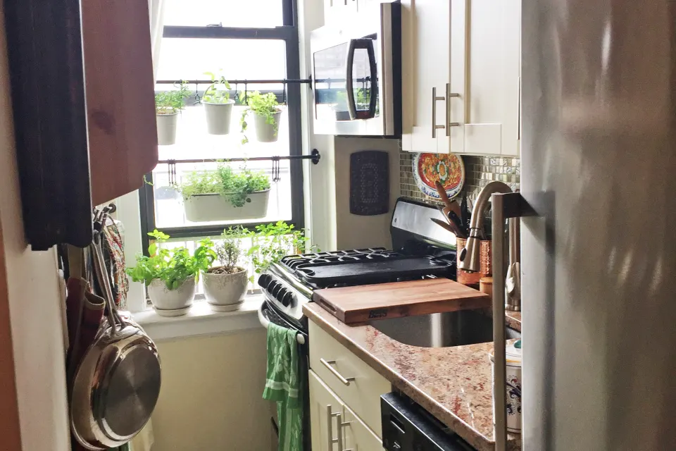 This 320-Square-Foot NYC Studio Is Stuffed With Smart AND ...