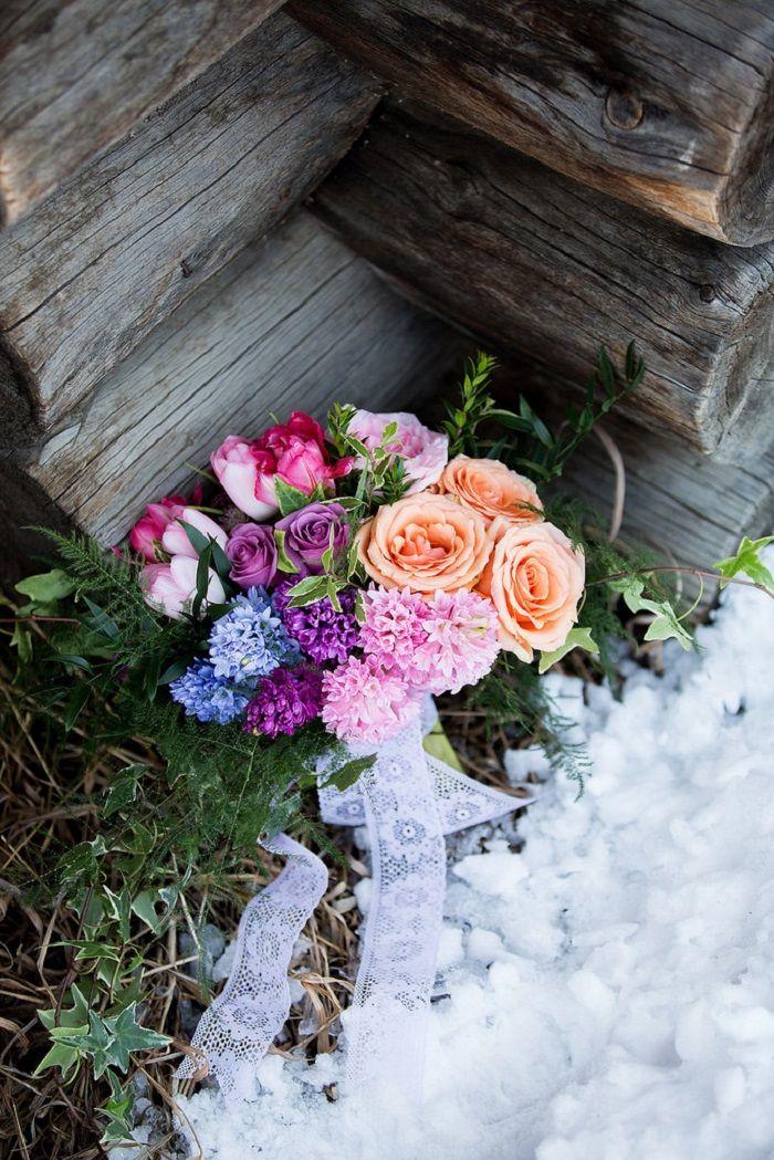 Vibrant winter wedding bouquet ideas