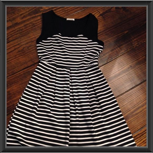 #39   MONTEAU SLEEVELESS DRESS Like new!  Black and white striped sleeveless dress with wide pleats.  Could be worn for many different occasions. Polyester/Rayon/Spandex. Monteau Dresses