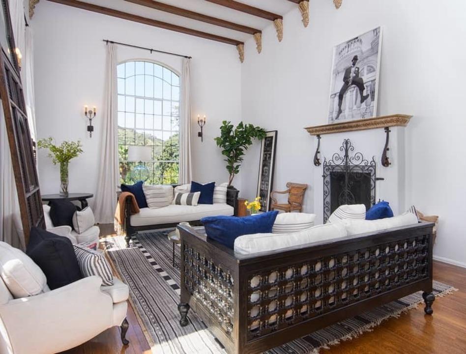 Ellen Pompeo Vende Su Villa De Los Angeles Casas De Estilo Espanol Hollywood Hills Ellen Pompeo