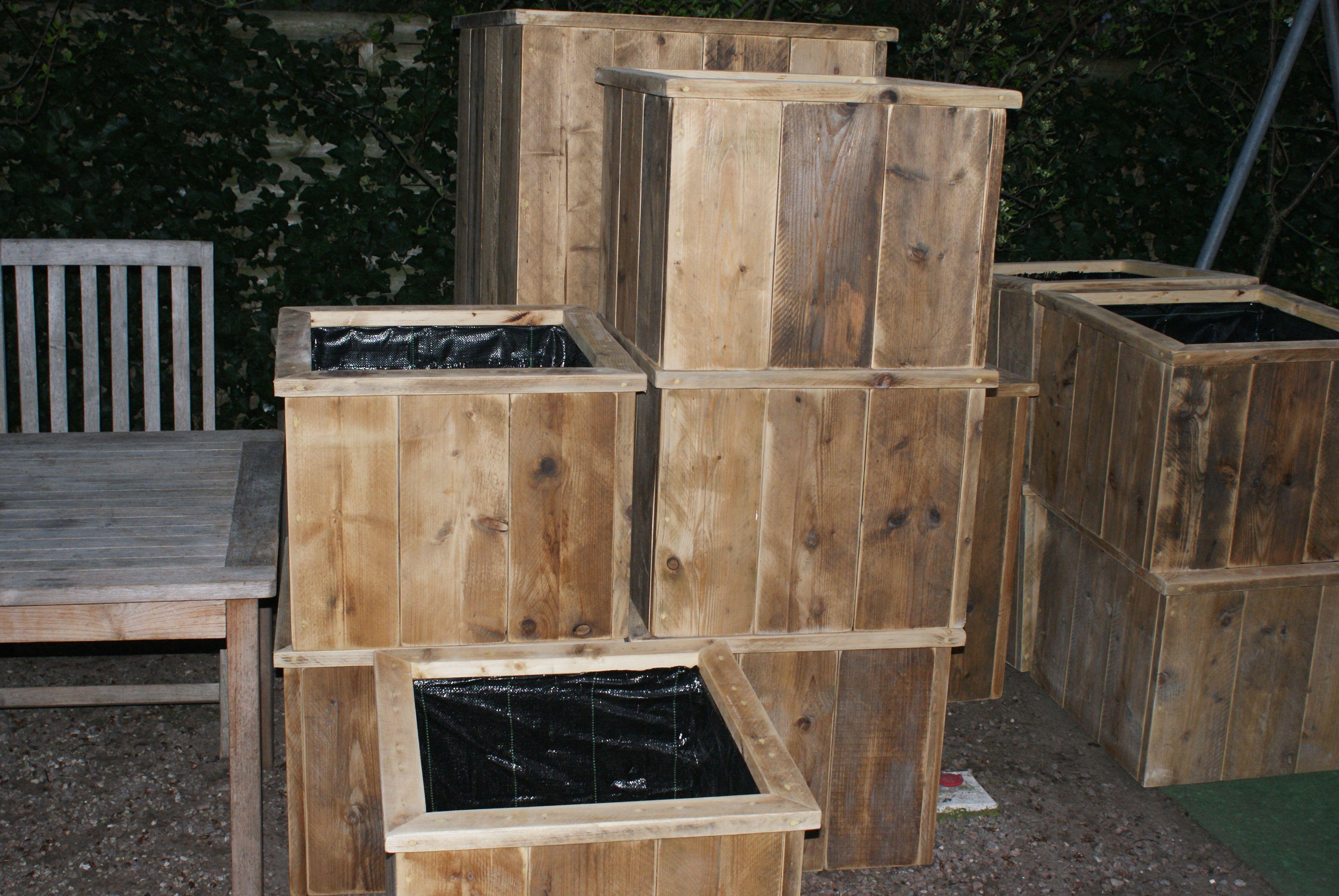 Steigerhouten Meubels Friesland : Bloembak gemaakt van oud steigerhout de meubels worden gemaakt