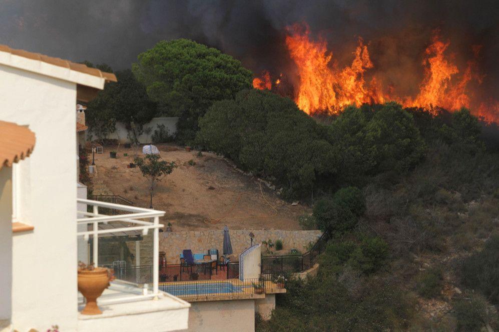 Las imágenes del fuego que devora Jávea - Foto 2 de 2