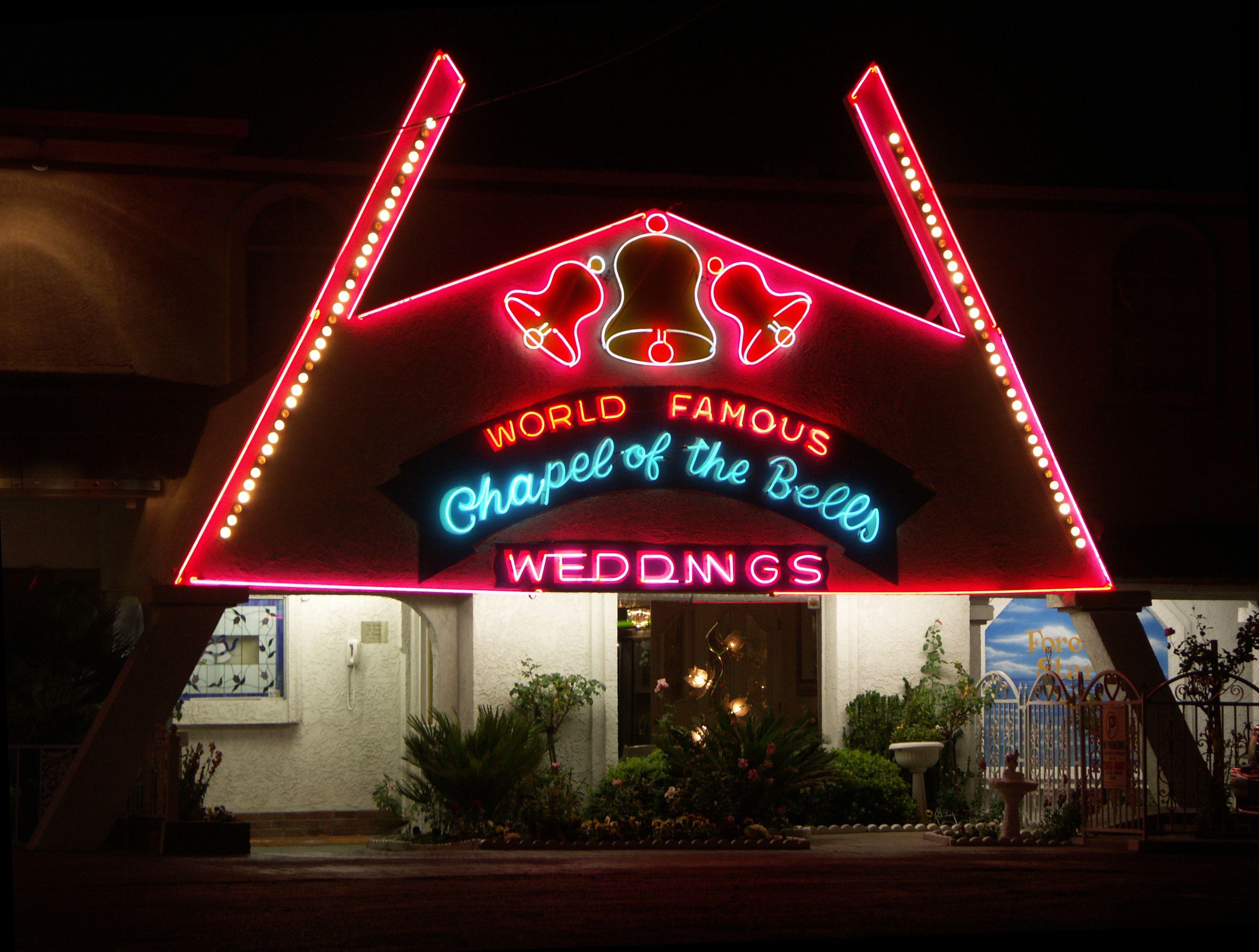 I Have Driven By This Landmark Many Many Times Vegas Wedding Chapel Las Vegas Free Vegas Wedding