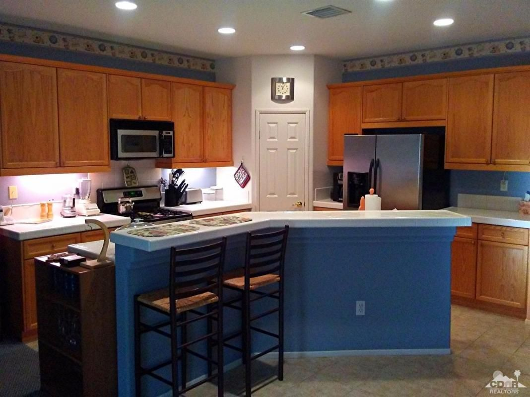 This newer home in a great location in Cathedral City