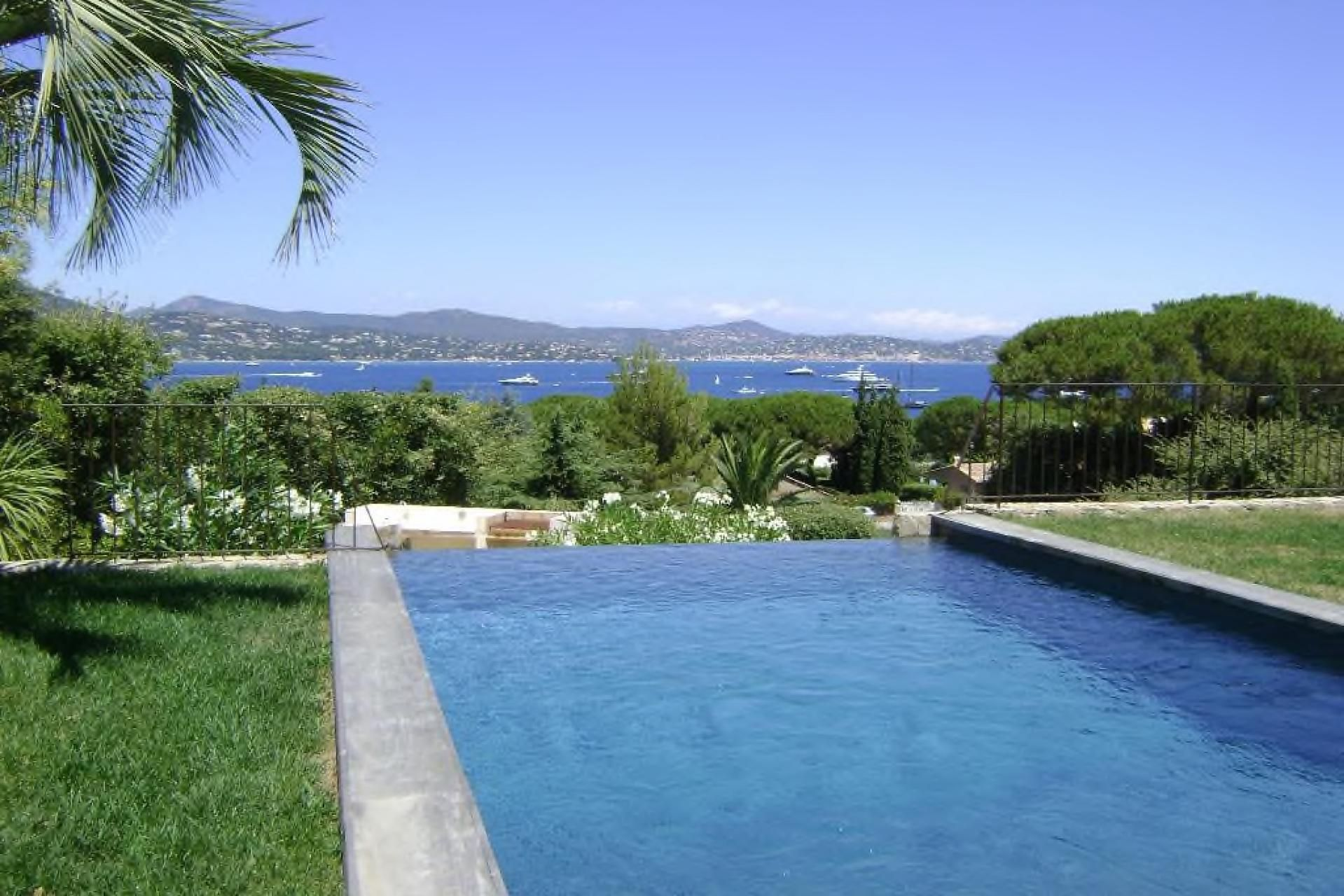 Quick! This is new build! - http://www.aiximmo.ch/property/quick-this-is-new-build-2/- In a private area in front of the sea, beautiful villa of 220 sqmwith stunning panoramic sea views of the Gulf of Saint-Tropez, on sizea plot of 1300m ².The villa made ??by an architect, interweaves wallsdry stone, teak decking, polished concrete, triple eaves. The poolinfinity mosaic plunges into the sea
