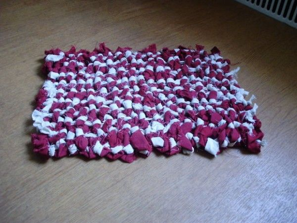 How To Make A Beautiful Woven Rag Rug From Old Fabric - http://www.homesteadingfreedom.com/how-to-make-a-beautiful-woven-rag-rug-from-old-fabric/