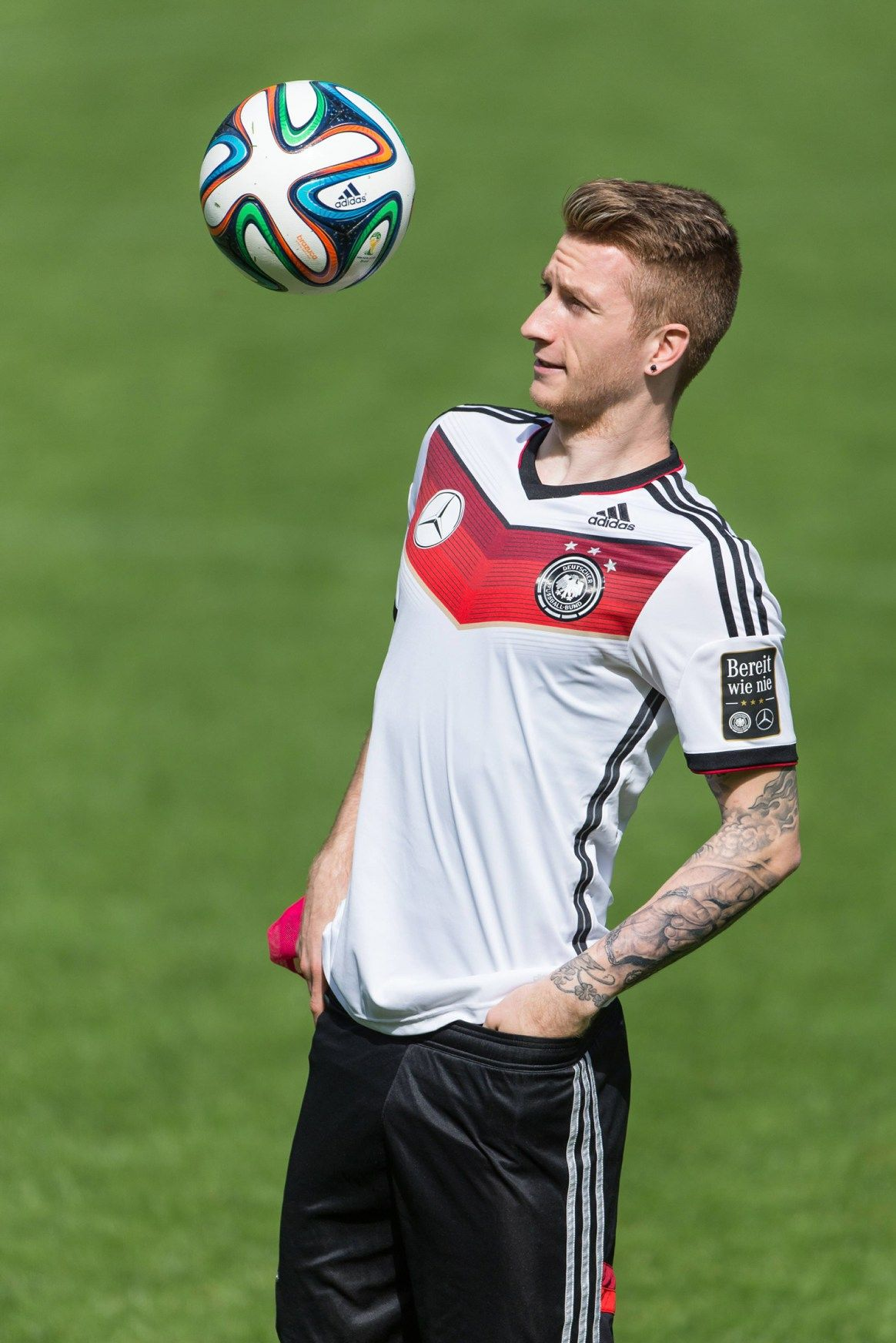 Love The Beautiful Game And It S Amazing Players Marco Reus In Germany S New Jersey Germany Football Reus Soccer Players