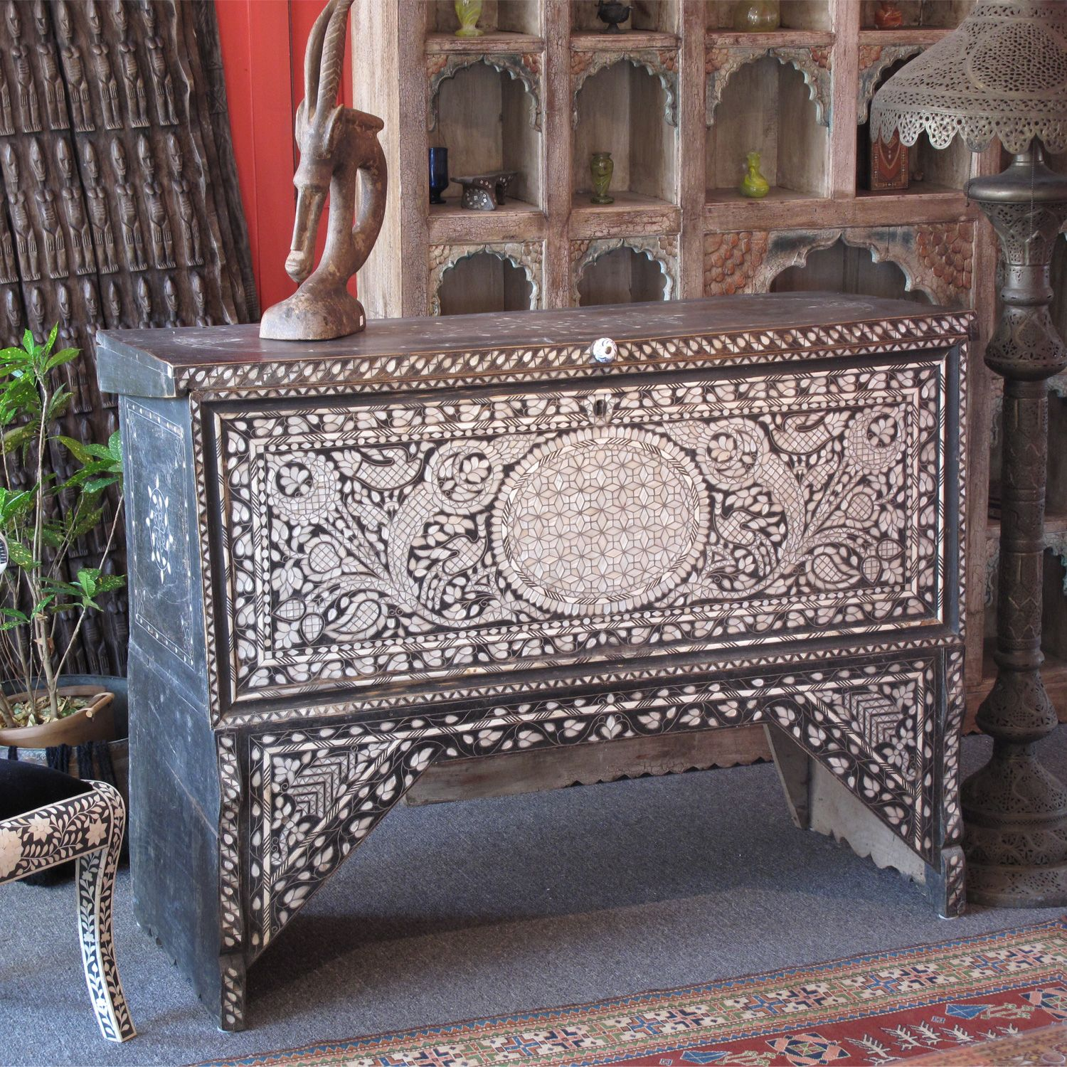 Style 1467 mother of pearl syrian bridal chest posted on furniture for the - Muebles marroquies en madrid ...