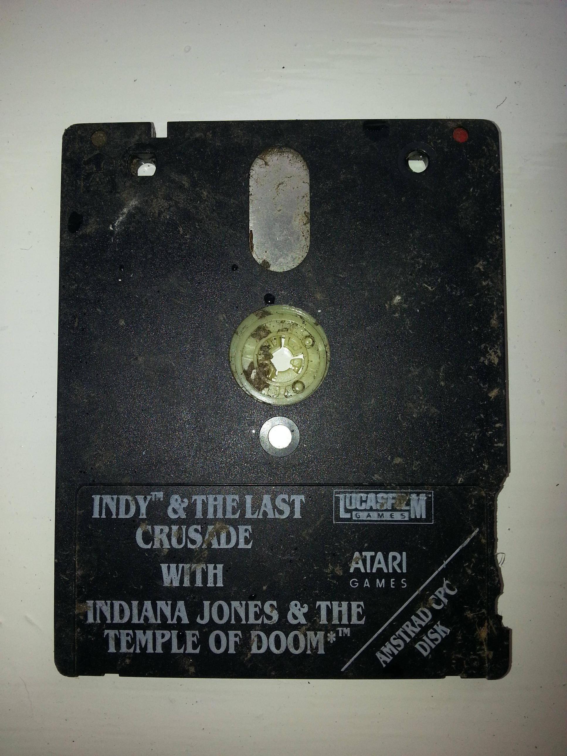 Reddit user bigpaulyamma found this retro floppy disk game