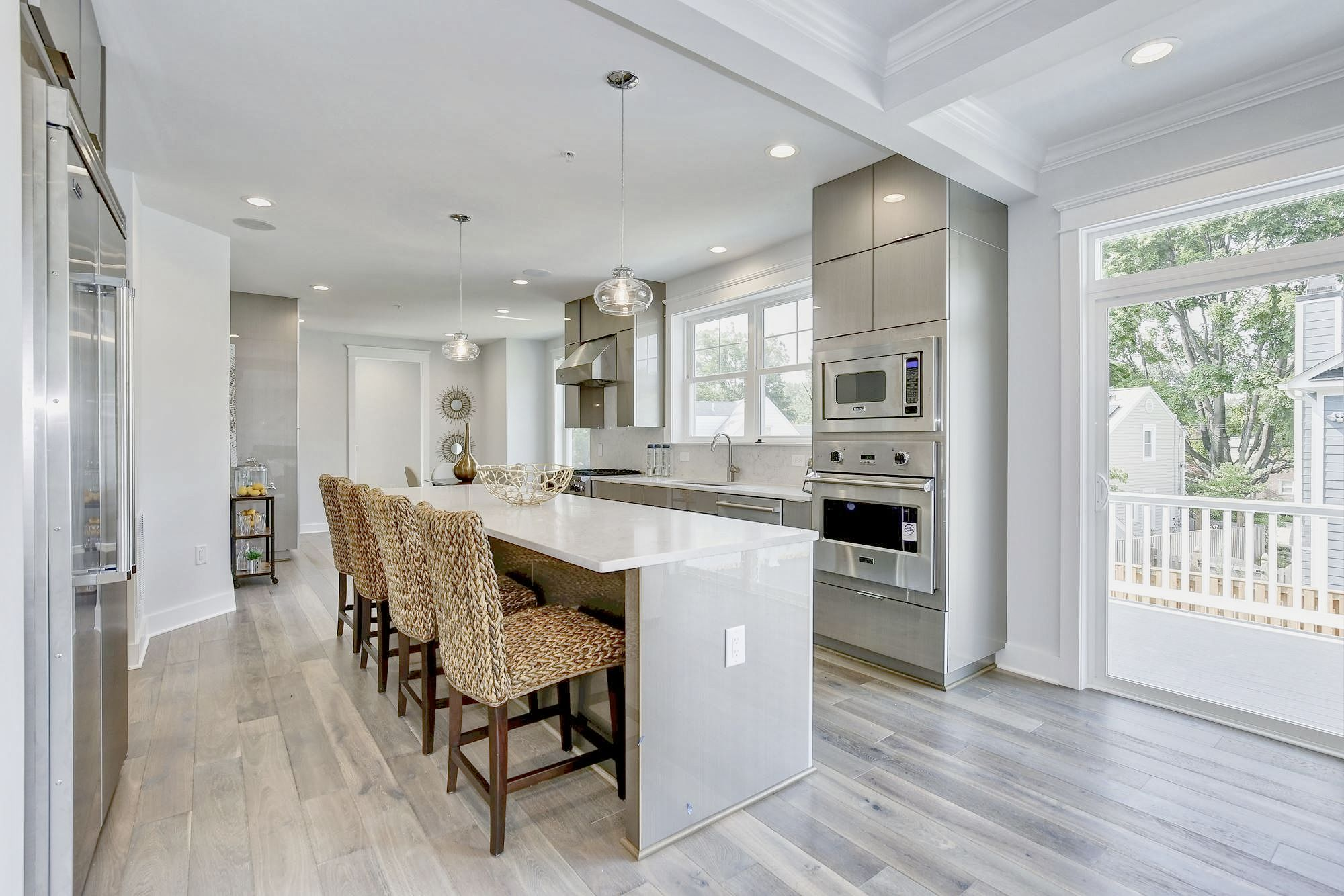 This Beautiful Modern Kitchen Was Designed By Reico Kitchen Bath And Haverford Homes I Kitchen Remodel Design White Kitchen Makeover White Kitchen Remodeling