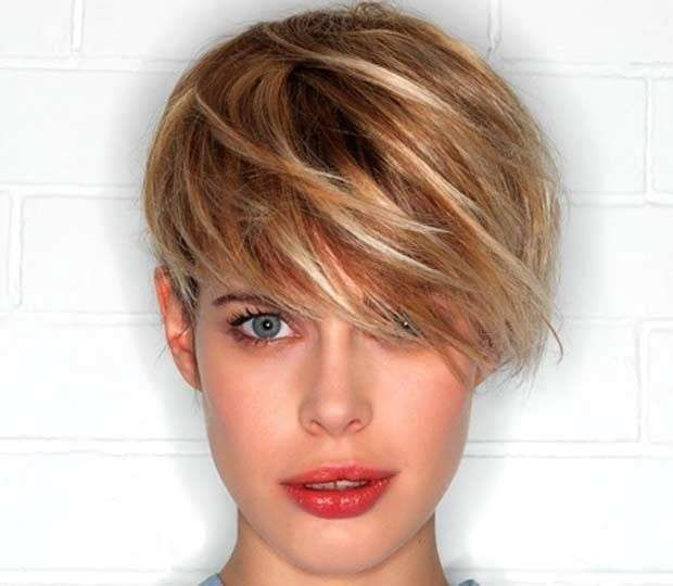 Tagli corti di capelli con ciuffo