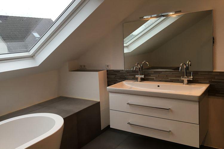 Räume mit Dachschrägen - die besten Wohntipps Helle Farben machen - sternenhimmel für badezimmer