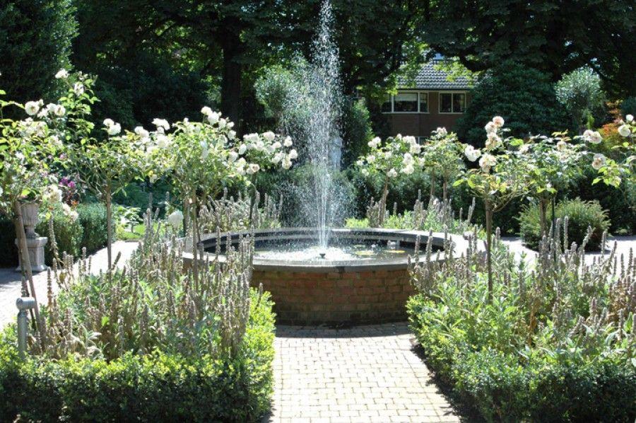 Verhoogde ronde vijver engelse tuin pinterest for Tuinvijvers aanleggen