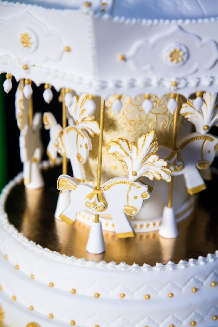 CAROUSEL CAKE- pubblicato in Cucina Chic Cake Design n掳20/21 by Red ...