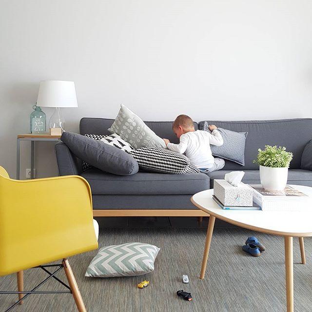 WEBSTA @ sophiebdeco - Vendredi tout est permis!! Mouai... Vivement la sieste!  #mamaisondanslavraievie #reallife #lavraievie #madecoamoi #madeco #scandinave #vintage #instadeco #instahome #mamaison #home #myhome #homesweethome #ikea #laredouteinterieurs #myredoute #eames #dansmonsalon #decoration #deco #decoscandinave #interieur #interior #interiordesign #homedeco #homedesign #homedecor