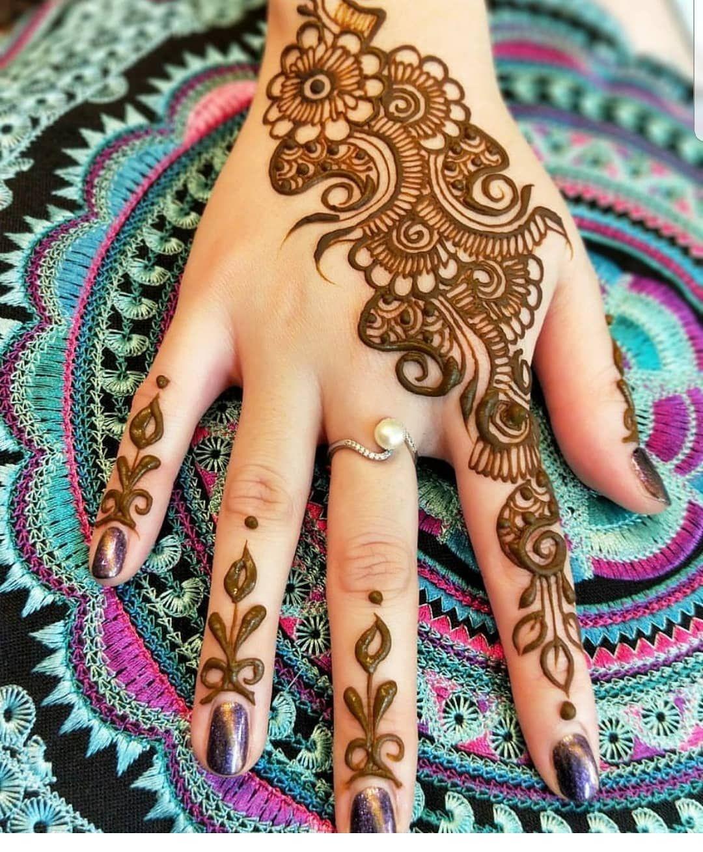 الحناء عجب للحناء في شهر رمضان استقبلي الشهر الفضيل مع اجمل نقوش الحناء نقوش حناءعلى شكل هلال و Mehndi Designs For Hands New Mehndi Designs Mehndi Designs