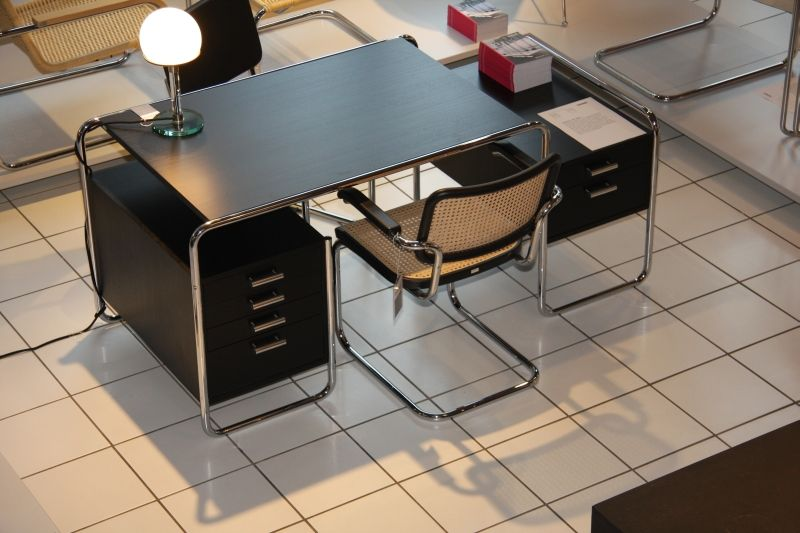 S Thonet Cantilever 285 And Chair By 64 Breuer Marcel Through Desk 6g7vYyfmIb