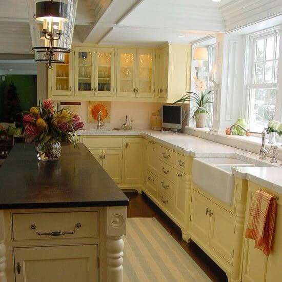 Pale Yellow Kitchen Cabinets: White & Butter Kitchen = Sunshine ♡